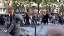 [Wideo] Francja. Ogromne protesty w wielu miastach przeciwko decyzjom Macrona ws. certyfikatów sanitarnych i obowiązkowych szczepień - miniaturka