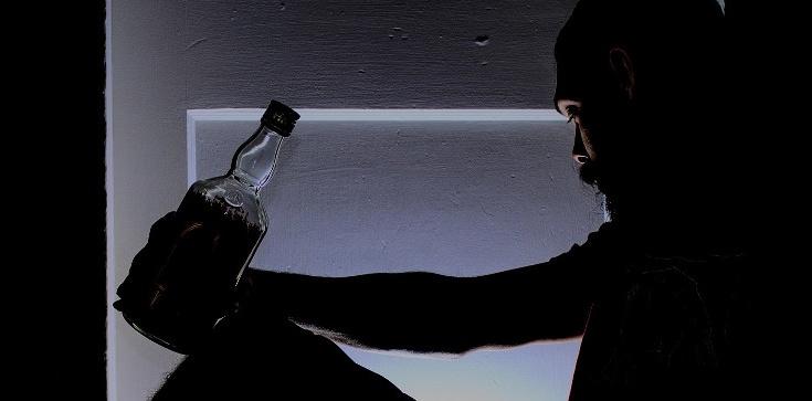 Pijacy nie idą do nieba. Co Bóg mówi o alkoholu? - zdjęcie