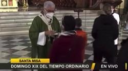 [Wideo] Peruwiański arcybiskup nie udziela Komunii św. do ust - miniaturka
