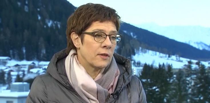 Szefowa CDU chce zniesienia celibatu i diakonatu kobiet - zdjęcie