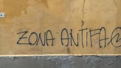 Antifa zdewastowała Złotą Bramę w Gdańsku! Nawołują do zabijania bogatych - miniaturka