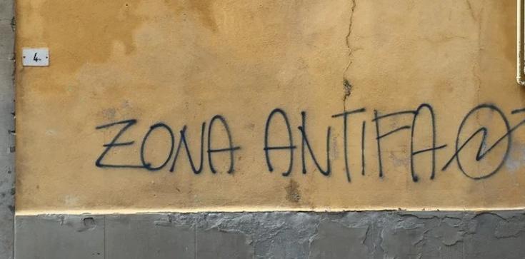 Antifa zdewastowała Złotą Bramę w Gdańsku! Nawołują do zabijania bogatych - zdjęcie