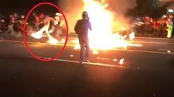 USA. Bojówkarz Antify podpalił się własnym koktajlem Mołotowa - miniaturka