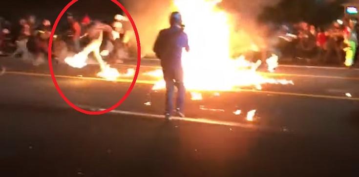 USA. Bojówkarz Antify podpalił się własnym koktajlem Mołotowa - zdjęcie
