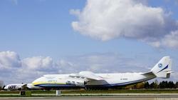 Gdyby największy samolot świata przywiózł ,,kamieni kupę'', to ważyłaby ona więcej niż 80 ton - miniaturka
