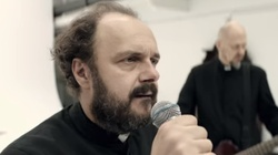Arkadiusz Jakubik bluźni i kpi z Kościoła! - miniaturka