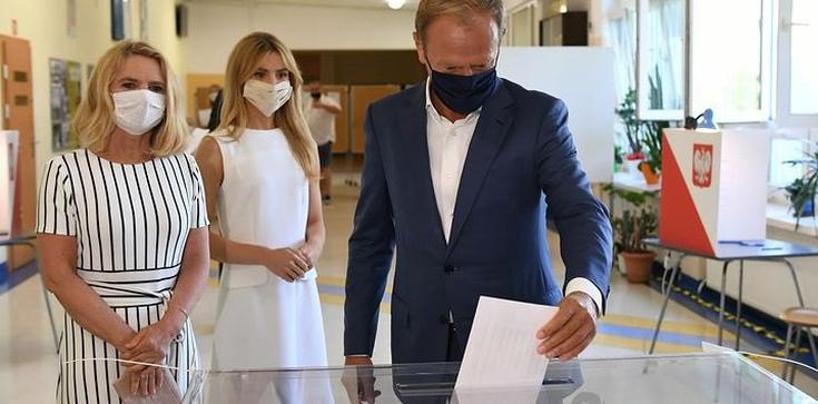 Tusk przy urnie: Jestem rozczarowany poziomem kampanii - zdjęcie