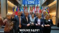 Paradne! Europosłowie PO wspierają protesty... duchem - miniaturka