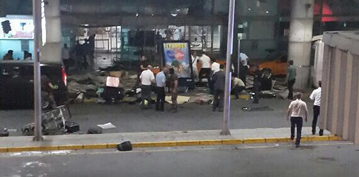UWAGA! Atak na międzynarodowe lotnisko w Stambule!  - zdjęcie