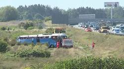 Wypadek autobusu z dziećmi na A1. Wielu rannych - miniaturka