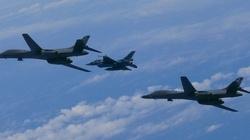 Amerykański bombowiec nad Półwyspem Koreańskim - miniaturka