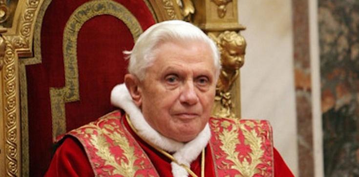 Benedykt XVI w obronie katolickości Pisma Świętego - zdjęcie