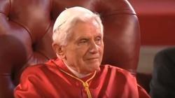 Piękna modlitwa Benedykta XVI za Babcię i Dziadka - miniaturka