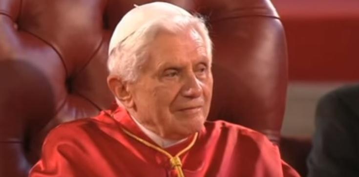 Piękna modlitwa Benedykta XVI za Babcię i Dziadka - zdjęcie