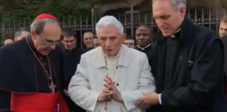 Poważna choroba Benedykta XVI? Abp Gänswein dementuje doniesienia prasowe - zdjęcie