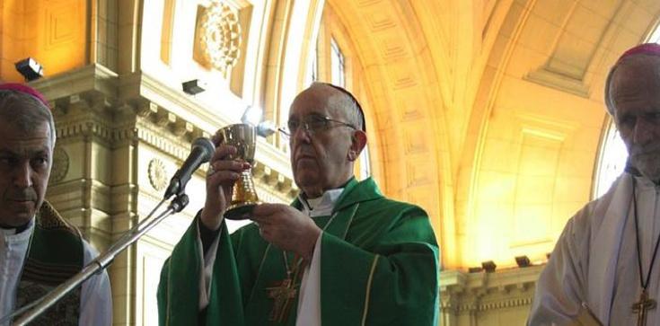 Kard. Bergoglio doświadczył cudu eucharystycznego? - zdjęcie