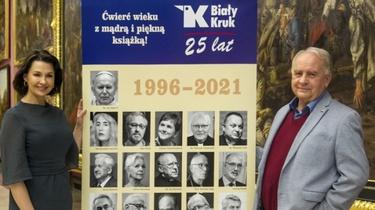 Srebrne wesele Białego Kruka w Sukiennicach w blasku wielkich autorów - miniaturka