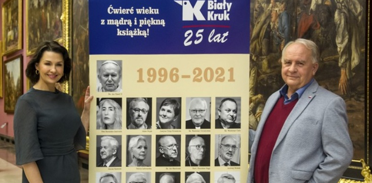 Srebrne wesele Białego Kruka w Sukiennicach w blasku wielkich autorów - zdjęcie