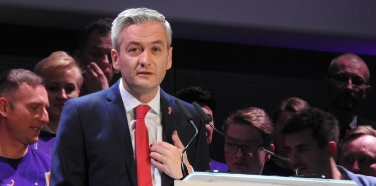 Biedroń szczuje na Polskę, oto efekty: Jest rezolucja ws. ustawy 'Stop Pedofilii' - zdjęcie