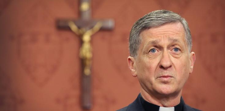 Arcybiskup Chicago: Aktywni seksualnie geje do komunii? OK - zdjęcie
