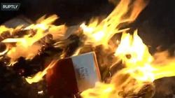 Aktywiści #BlackLivesMatter palą Biblię. To już nie jest tylko walka o prawa człowieka - miniaturka