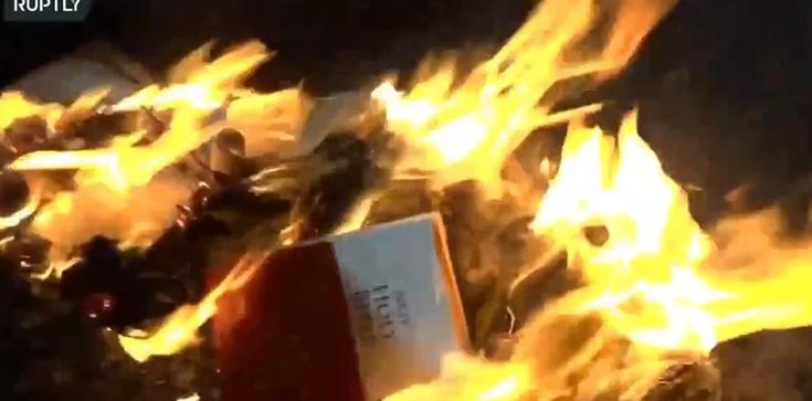 Aktywiści #BlackLivesMatter palą Biblię. To już nie jest tylko walka o prawa człowieka - zdjęcie