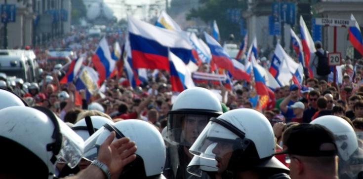 Tysiące osób wyszło na ulice rosyjskich miast - zdjęcie