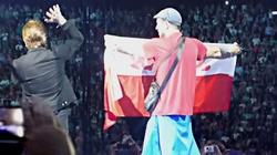 Bono z U2 politykuje na scenie: Polakom odbiera się wolność!!! - miniaturka