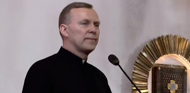 Ten biskup na podium! Mocne słowa o Komorowskim - zdjęcie