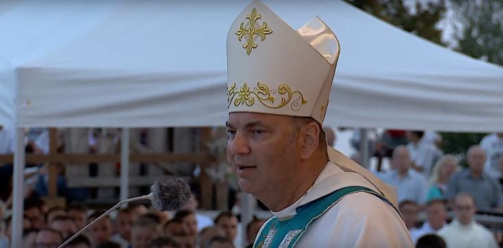 Bp Grzegorz Kaszak: Nasza matka i królowa została znieważona! - zdjęcie