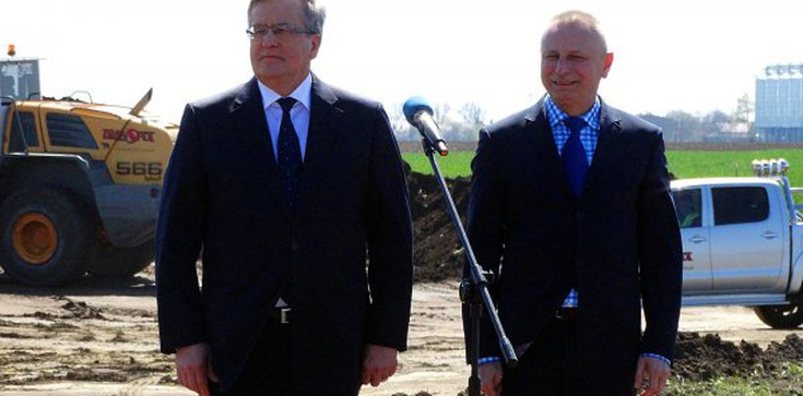 Komorowski odwiedził budowę, której nie ma. PRL bis! - zdjęcie