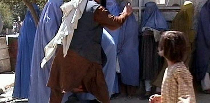 Kobieta pobita za brak chusty. Nie w Arabii - w Austrii - zdjęcie