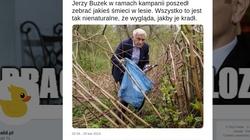 Kampania w rozkwicie! Buzek zbiera śmieci w krzakach. ,,Wygląda jakby je kradł'' - miniaturka