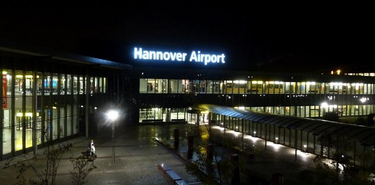 Hanower: BMW wjechało na płytę lotniska. Kierował Polak? - zdjęcie