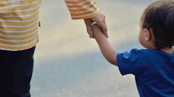 Holandia chce aresztować a polska prokuratura nie chce wydać rodziny z autystycznym chłopcem - miniaturka