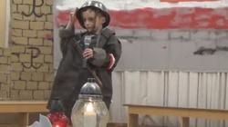 Wzruszające nagranie. Przedszkolak śpiewa patriotyczną pieśń, a na końcu... - miniaturka