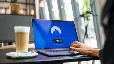 Co to jest VPN i dlaczego warto z niego korzystać? - miniaturka
