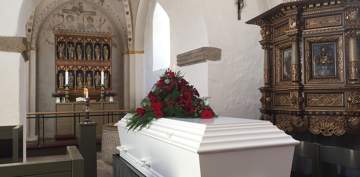 Mama została pochowana bez poświęcenia trumny. Spadła w dół i tyle.. - zdjęcie
