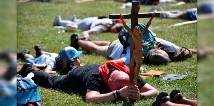 Coraz więcej pielgrzymów na Jasnej Górze - zdjęcie