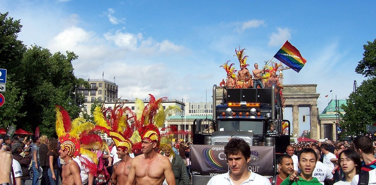 """Tak geje """"opłakują"""" w Berlinie ofiary z Monachium - zdjęcie"""