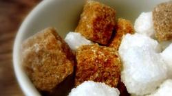 Rząd chce wprowadzić... podatek od cukru. Żeby nauczyć Polaków, co jeść - miniaturka