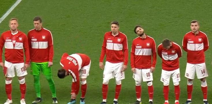 Brawo Polacy! Polska reprezentacja się nie ugięła, biało-czerwoni na Wembley nie klęknęli  - zdjęcie