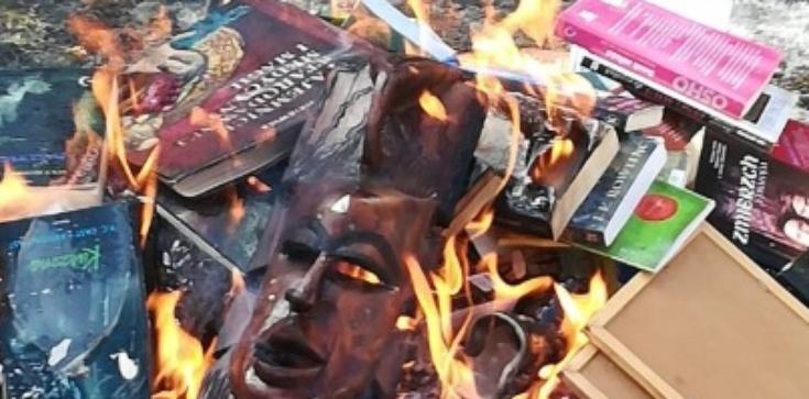 Z ambony strzeleckiej Salwowskiego: Palenie złych książek jest dobre - zdjęcie