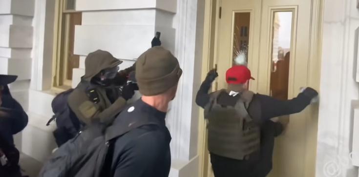 Eksperci: Rosja ingerowała w wydarzenia związane ze szturmem na Kapitol  - zdjęcie