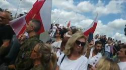 Marsz antycovidowców w Katowicach. Tysiące osób na ulicach - miniaturka