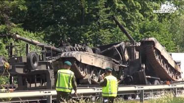 Przerażający wypadek na A6. Transportowane czołgi stanęły w płomieniach  - miniaturka