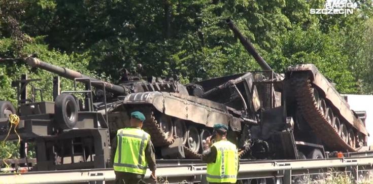 Przerażający wypadek na A6. Transportowane czołgi stanęły w płomieniach  - zdjęcie