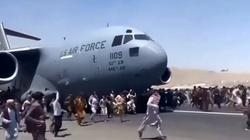 Makabryczne odkrycie. Ciało Afgańczyka w podwoziu amerykańskiego samolotu  - miniaturka