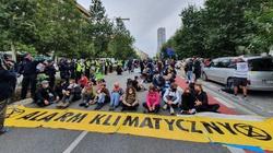 Policja usunęła ekoaktywistów z jezdni. Nikt nie został zatrzymany  - miniaturka