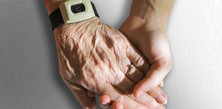 Kard. Hollerich: dość izolowania osób starszych, można ich chronić inaczej - zdjęcie